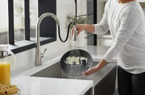 How to clean your kitchen faucet easily